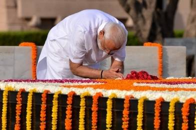 MODI PAY TRIBUTE20190530134126_l