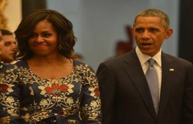 Barack Obama with wife20190607171922_l