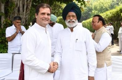 RAHUL GANDHI WITH NEWLY ELECTED MP20190601181403_l
